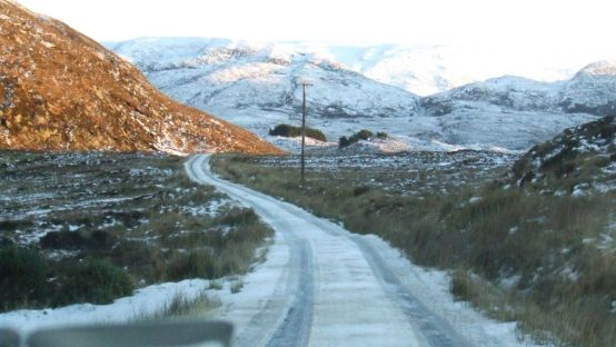 Image of Snowy road in Gaeltacht going past a mountain