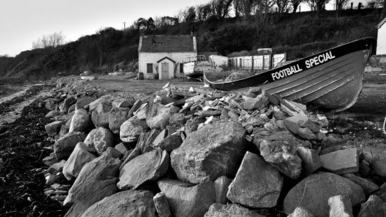 Image of cottage and old boat on Inch Island