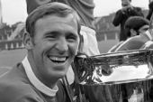 Pat Crerand - Photo in black and white, with the European Cup.